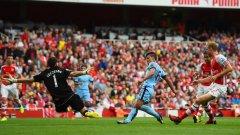 Агуеро обича да вкарва на Арсенал, направи го и при 2:2 в Лондон през септември.