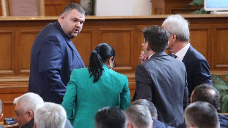 Делян Пеевски, който сам е охраняван от НСО, е сред вносителите на промените