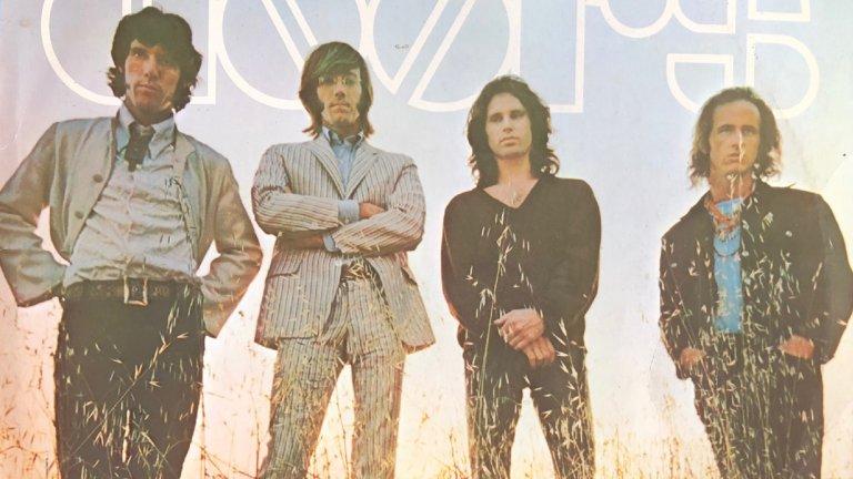 """The Doors - Here Comes the Sun""""Искам да напиша песен, която е чисто изразяване на радостта"""" - Това са думите на Джим Морисън за парчето, което празнува идването на пролетта и слънцето в меланхоличния тон на вечните The Doors."""
