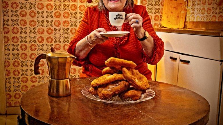 А ние с баба си пием кафе