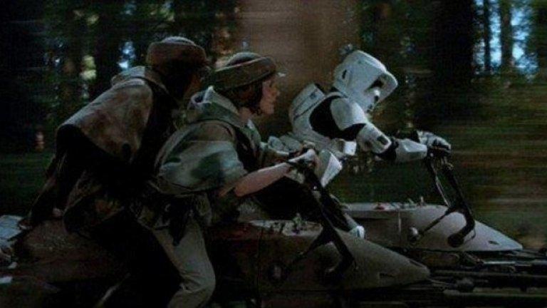 Междузвездни войни: Завръщането на джедаите 1983  Във филма: Помните ли как принцеса Лея и Люк Скайуокър бръмчаха из гората с летящия спидер?  В реалността: От калифорнийската компания Aerofex обещават до 2017 г. да пуснат своята версия на тези спидери. Техният летящ мотоциклет се нарича Aero-X hoverbike и лети на три метра от земята с до 72 км/ч. Даже няма да ви трябва шофьорска книжка, за да го карате, а само едноседмично обучение. Е, и едни $85 000 ориентировъчна цена.
