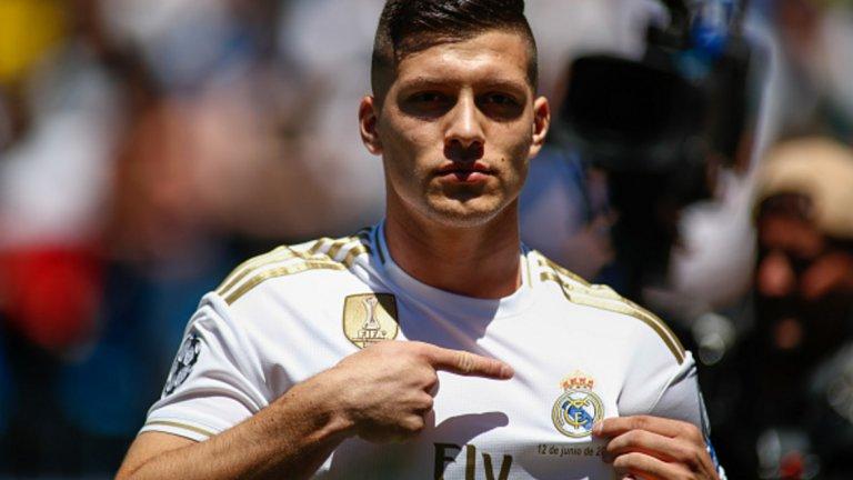 6. Лука Йович – от Айнтрахт Франкфурт в Реал Мадрид, 60 млн. евро С 27 гола във всички състезания, Йович нямаше как да остане незабелязан и Реал реши да плати сериозните 60 млн. евро за 21-годишния сръбски нападател.