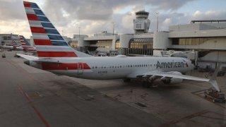 Федералната авиационна администрация даде разрешението си за превоз на пътници, но проблемите за самолетната компания далеч не са приключили