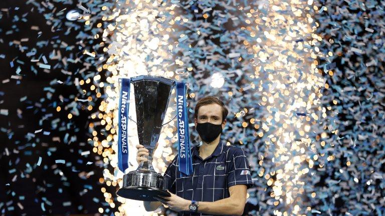 Медведев взе гладиаторския финал и триумфира в Лондон