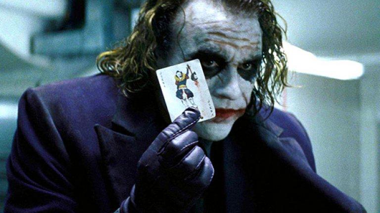 Черният рицар (2008)  Никой не беше подхващал филм за супергерой с такъв обхват и такава амбиция. Поне така се говореше, когато излезе вторият филм на Кристофър Нолан от трилогията му за човека-прилеп. Дори това да не е съвсем вярно, режисьорът показа, че и съвременното блокбъстър кино може да бъде арт, може да предизвиква и обърква зрителя, може да му предлага и по-сложни внушения.   Козът на Нолан, естествено, беше незабравимото и неочаквано изпълнение на Хийт Леджър като Жокера – дяволския маниак, който престъпва всички норми не защото има грандиозен план, а просто защото може.