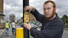 Тези стикери се разлепят из много райони в Лондон