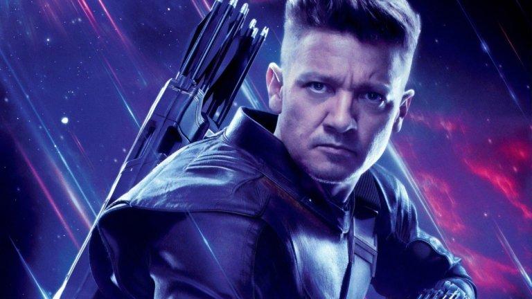 """Hawkeye  Премиера: края на 2021-а Вселена: Филмова вселена на Marvel  И докато """"Черната вдовица"""" ще ни върне в миналото на Наташа Романоф, сериалът Hawkeye ще ни покаже какво се случва с нейния най-близък приятел Клинт Бартън (Джеръми Ренър). Стрелецът, познат с кодовото име Ястребово око, отново ще влезе в ролята на ментор и учител и ще подготви следващата героиня, която да получи неговото име - младата Кейт Бишъп (в ролята е Хейли Стайнфелд от """"Бъмбълби"""")."""