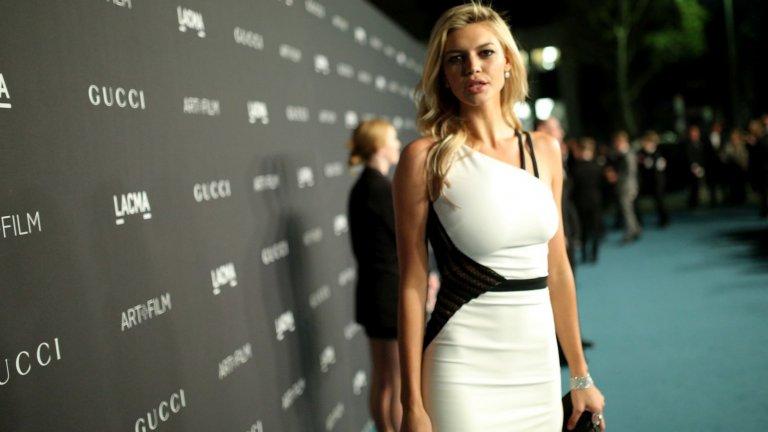Кели е фенка на тениса, а любимият ѝ тенисист е Роджър Федерер.