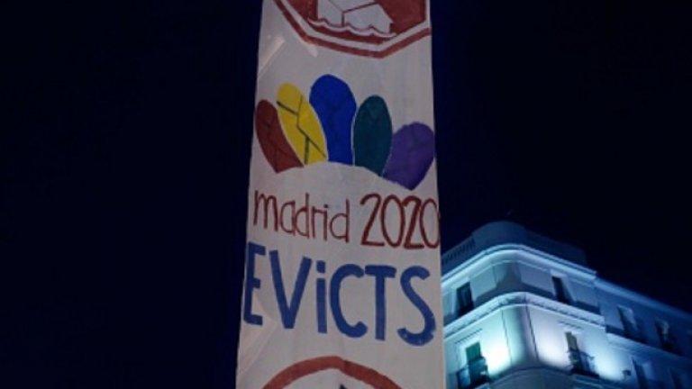 Мадридски активист се е изкачил на стълб в друг протест срещу Олимпиада 2020 - в испанската столица също има много противници на кандидатурата