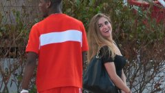 Погба отново бе заснет с мистериозната красавица