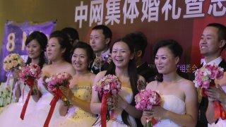И как властите в Пекин се опитват да ги убедят в ценностите на брака