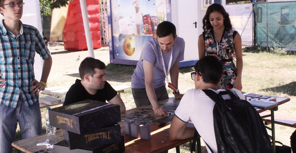 Разиграване на играта Threetale по време на Sofia Board Game Weekend