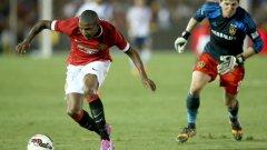 Съживяването на Ашли Йънг През изминалия месец Йънг играе невероятно за Юнайтед – 29-годишният Ашли е един от най-важните играчи на Ван Гаал. Той атакува и веднага след това охранява левия фланг.