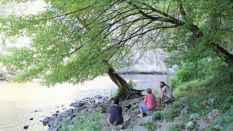 Наблизо тече и река Искър - спокойна и величествена