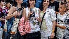 Захари Бахаров беше посрещнат с аплодисменти в Пловдив и раздава автографи повече от час, след което представи епизода на Game of Thrones, в който той участва