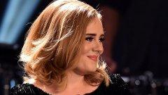 """Певицата пусна първата песен от новия си албум '30"""""""