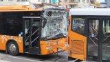 Две деца пострадаха при катастрофа на автобуси в София