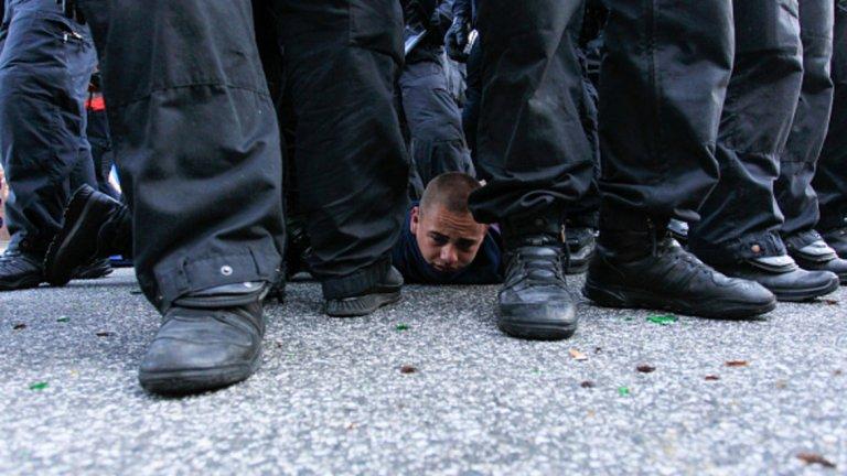 Някои от задържаните са в незавидно положение