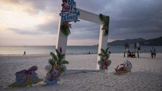 Празни плажове, заключени врати: Пукет по време на пандемия