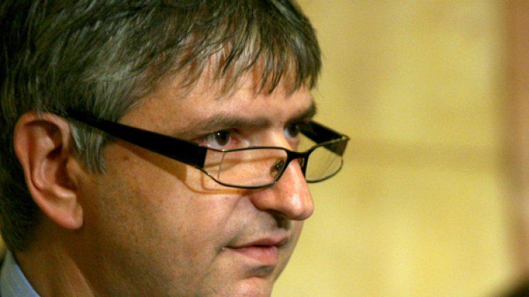 """Разжалваният преди време от партиен и парламентарен пост гербер Лъчезар Иванов е сред първите отзовали се за """"безплатни"""" телефони """"Верту"""""""