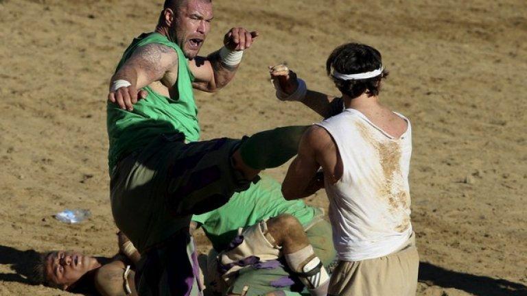 Ритниците в главата са едно от малкото забранени неща в този спорт.