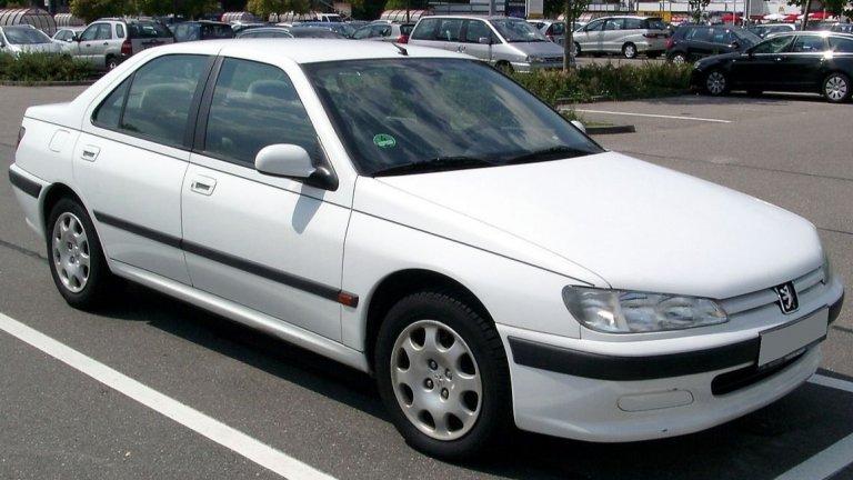 """Peugeot 406Достатъчно е да споменем, че това е колата, която служи за такси на Даниел от култовия """"Такси"""" на Люк Бесон. Иначе Peugeot 406 пристига с амбициите за комфортна семейна лимузина с приятен дизайн и просторен интериор."""