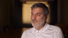 Каролинският институт наема Паоло Макиарини през 2010 година. Той обаче загуби работата си по-рано тази година след документален филм на шведската телевизия SVT, който поставя под съмнение операциите му.