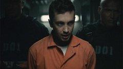 """Тайлър Джоузеф в кадър от клипа на Heathens, който подгрява феновете до премиерата на """"Отряд самоубийци"""""""