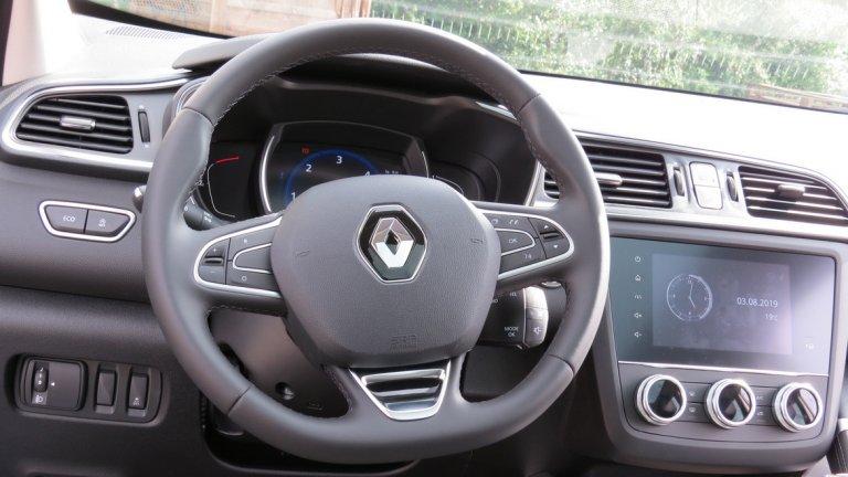 Управлението на новия Kadjar също е с полъх на лукс - мултимедийната система, както и различните системи за сигурност и съдействие на водача (4WD и 2WD Extended Grip, Lock: постоянно задвижване 4х4, Easy Park Assist) - на пътя или извън него са голяма част от удоволствието да си зад волана.