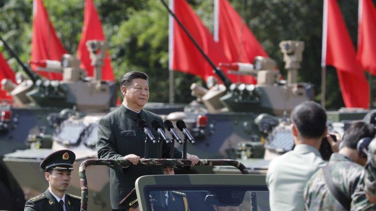 """3. Китай Комунистическата държава има огромна територия, богата на полезни изкопаеми, силна, контролирана от държавата икономика и една от най-големите армии в света. Меката сила на Китай расте постоянно заради инициативата на правителството """"Поясът и пътят"""", през която Пекин отпуска сериозни инвестиции в държавите от стария Път на коприната, осигурявайки си растящо икономическо и политическо влияние, както и достъп до много природни ресурси, пристанища, инфраструктура и т.н. Страната е дом и за изключително много технологични компании, които стават все по- и по-влиятелни."""