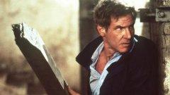 """10. """"Реална опасност"""" (Clear and Present Danger, 1994)  Много актьори са играли знаменития герой на Том Кланси – Джак Райън, сред които Алек Болдуин и Бен Афлек. Но онзи герой, с когото зрителите най-силно се асоциират е изигран именно от Форд във филма на Филип Нойс от 1994-та. Този криминален екшън е третият филм за Джак Райън и вторият, в който участва Форд в главната роля – и е много добър, защото в най-голяма степен улавя духа на героите от романите на Кланси, а на Форд някак много естествено му се получава да играе зрял екшън герой."""