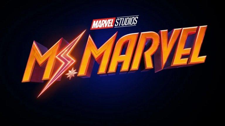 """Ms. Marvel Премиера: краят на 2021-а Вселена: Филмова вселена на Marvel  Камала Кан (Иман Велани) е 16-годишно американско момиче от пакистански произход, което прекарва дните си в писане на истории за любимата си героиня - Капитан Марвъл. Един ден обаче самата тя се сдобива със специални сили. Камала ще има поява и във филма """"Капитан Марвъл 2"""", който се очаква през 2022-а."""