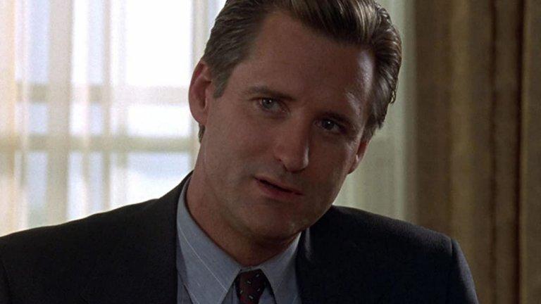 """Бил Пулман в """"Денят на независимостта"""" (1994 г.)  Връщайки се в полето на филмите за забавления, Пулман демонстрира що е то """"обединител на нацията"""" с една незабравима реч във фантастиката на Роланд Емерих. В """"Денят на независимостта"""" (Independence Day) актьорът играе президентът Томас Дж. Уитмор.  Той има изключително лошия късмет да е начело на САЩ, когато извънземна раса решава да завладее планетата Земя. От президента зависи много, но не всичко. Но в най-правилния момент той дърпа реч, която да даде увереност на войниците пред лицето на един технологично превъзхождащ ги враг. Пак нагарчащо патриотично, по американски, но развлекателно."""