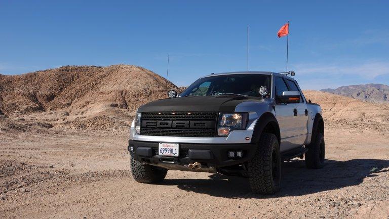 Ford F-150 SVT Raptor Може би най-популярният камион в Щатите, F-150 SVT Raptor, има произведени цели 13 генерации. Той се появява за първи път през 2009 г. като мощен офроудър с V8 двигател. През 2011 г. Raptor идва с 4х4 тракшън контрол системи и славата на любимец на офроуд ентусиастите, комбиниращ високоскоростни характеристики с качествата на расов работен кон.