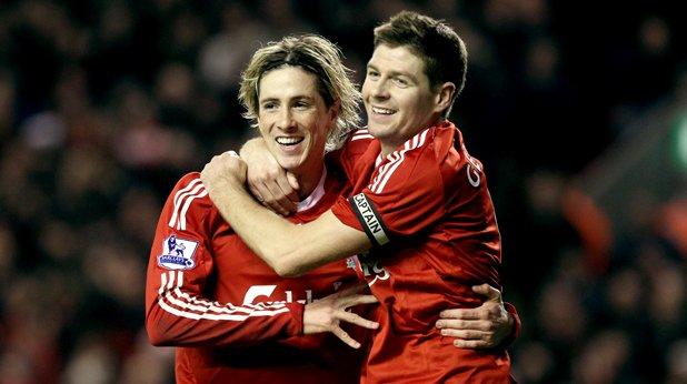 """11. Фернандо Торес (Ливърпул, 2007/08) Феновете на Ливърпул трудно преглътнаха трансфера на Хлапето в Челси, но испанският реализатор даде много на мърсисайдци. 24 гола в 29 мача подобриха постижението на Рууд ван Нистелрой за най-много попадения в дебютен сезон на чужденец от 2002-ра. Торес успя да навърти поредица от 8 последователни срещи, в които се разписва и стана първият играч на """"червените"""", който вкарва 20 или повече в една кампания от Роби Фаулър."""