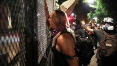 Размирици, палежи, неподчинение на полицейските нареждания, ранени полицаи и арести - тази картина се повтори за пореден път в САЩ през този уикендслед няколкоседмично затишие.