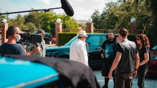Новият филм на режисьора Виктор Божинов събира шарен актьорски състав и размива жанровете