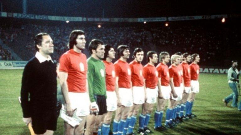 Чехословакия, Мондиал 1978 Три пъти се е случвало актуалният европейски шампион да не се класира за Световно първенство. При два от тях става дума за изненадващите победители Дания (през 1994-а) и Гърция (през 2006-а), така че шокът тогава не бе особено голям. Но случаят с тима на Чехословакия е съвсем различен. Отборът печели Евро 1976 със стил, след като отстранява Англия в квалификациите, а в полуфиналите побеждава Холандия с Кройф в състава си на полуфиналите. Финалът пък остана в историята с фамозното изпълнение на дузпа от Антонио Паненка, който копна топката зад Сеп Майер – тогава Германия за последно загуби на дузпи. Квалификациите за Мондиал а обаче са по-различни. Отново групите са с три отбора и, въпреки победата на старта срещу Шотландия с 2:0, на британска земя Чехословакия губи реванша (3:1), а също и мача си в Уелс (3:0). Всъщност този голям отбор успява да играе на само още три големи турнира, преди разпадането на страната през 1993-а.