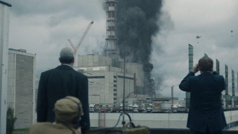 """""""Чернобил"""" (Chernobyl, HBO)  Лимитираният сериал, който накара света да говори отново (или да научи) за атомната централа край Чернобил, отнесе 7 отличия. Без съмнение за впечатляващото представяне на съветската действителност заслужено сред тях и е отличието за Най-добър дизайн на продукция (за даден исторически период или фентъзи програма). Сред другите се нареждат и наградите за лимитиран сериал за музика, монтаж, звуков монтаж и операторско майсторство."""