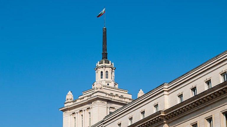 Преместването на парламентарните заседания в сградата на бившия Партиен дом е стара идея. В момента там се провеждат само заседанията на комисиите
