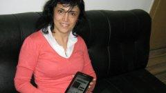Победителката Наталия Лазарова и наградата й - таблет IdeaTab A2107