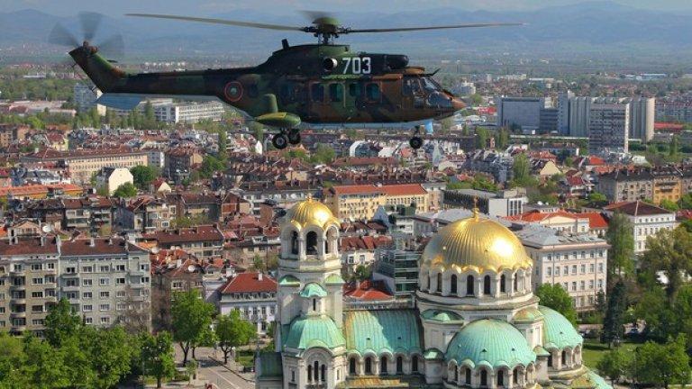 AS 532AL Cougar Транспортно-десантен вертолет произведен от Airbus Helicopters. Между 2006 и 2011 г. на ВВС са доставени 12 такива машини, които могат да превозват 24 напълно екипирани войници или товари с маса до 3 тона. Четири от вертолетите са оборудвани за извършване на мисии по бойно търсене и спасяване.