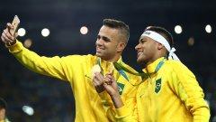 Селфи за спомен с Неймар след спечелването на олимпийското злато на футболния турнири в Рио