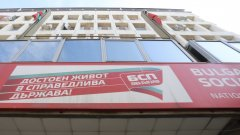 От общо 5 кандидати в началото само двама се изправят на реален избор - Корнелия Нинов и Кирил Добрев