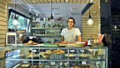 Стефан Йорданов е на 27 години и готви от малък. А в неговата пекарна изобщо не е трудно да се почувстваш като у дома си.