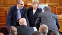 Парламентът падна до 12 на сто обществено одобрение