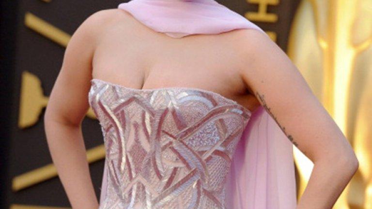 Лейди Гага също призна, че като млада е била жертва на изнасилване от по-възрастен музикален продуцент и е сред най-запалените поддръжници на Кеша по време на делото
