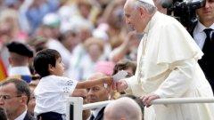 """Най-значимото и най-масовото събитие с участието на Папа Франциск ще бъде неделната литургия, която ще се проведе на площад """"Александър Батенберг"""" на 5 май"""