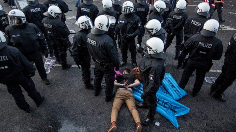 Арестуваните са десетки