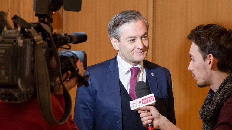 Роберт Биедрон е прогресивен и не криещ хомосексуалността си кмет в една от най-консервативните държави в Европа